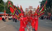 Вице-президент СРВ зажгла благовония в память о двух сестрах Чынг