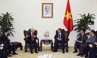 Вице-премьер СРВ Выонг Динь Хюэ принял старшего директора корпорации J Trust