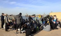 Глава МВД Италии уверен в присутствии террористов на судах с мигрантами из Ливии
