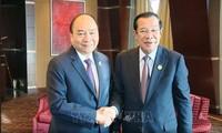Нгуен Суан Фук встретился с камбоджийским премьером в кулуарах форума «Один пояс, один путь»