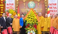 Нгуен Тхи Ким Нган посетила Административный совет Вьетнамской буддийской сангхи
