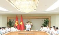 Vuong Dinh Huê préside la réunion du comité en charge des programmes  nationaux ciblés