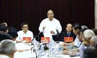 Nguyen Xuan Phuc auprès des associations des lettres et des arts