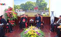 Nouvel an: l'archevêque de Hanoï présente ses vœux au comité municipal du Parti