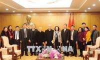 Truong Thi Mai salue les contributions des catholiques au développement national