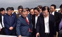 Le vice-Premier ministre Trinh Dinh Dung travaille à Haiphong