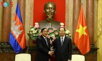 Le président Trân Dai Quang invite le roi du Cambodge à se rendre au Vietnam