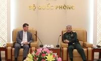 Nguyên Chi Vinh reçoit l'assistant du secrétaire américain à la défense