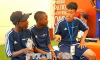 Des élèves vietnamiens aux échanges footballistiques en Russie