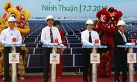 Pose de la première pierre de la plus grande centrale solaire du Vietnam