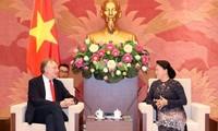 Bernd Lange rencontre la présidente de l'AN Nguyên Thi Kim Ngân