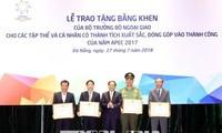 Honorer les collectifs et individus ayant des contributions au succès de l'année de l'APEC 2017
