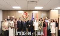 Dô Bá Ty rencontre des organes de représentation du Vietnam à New York