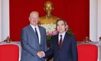 Nguyên Van Binh reçoit Al Gore