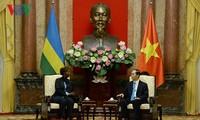 Trân Dai Quang reçoit les ministres des AE du Rwanda et de la Guinée