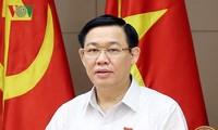 Vuong Dinh Huê préside une réunion sur le développement des PME