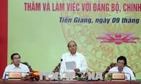 Le PM travaille avec des responsables de Tiên Giang