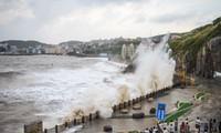 Chine: un typhon fait trois morts et cause l'évacuation de plus de 200.000 personnes