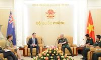 Nguyên Chi Vinh reçoit un officiel du ministère australien de la Défense