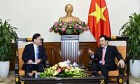 Le consul général d'honneur du Vietnam à Busan-Gyeongnam reçu par Pham Bình Minh