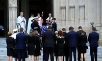 L'Amérique rend hommage à John McCain par la voix d'Obama et de Bush