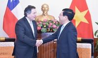 Pham Binh Minh reçoit le chef de la diplomatie chilienne