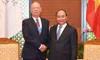 PM Nguyen Xuan Phuc menerima Pendiri, Presiden Eksekutif WEF, Klaus Schwab