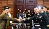 Les deux Corées tiennent une réunion de travail militaire à Panmunjom