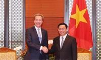 Le président du WEF : l'économie vietnamienne va enregistrer une croissance de 7%
