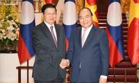 Nguyên Xuân Phuc reçoit son homologue laotien et le responsable de Facebook