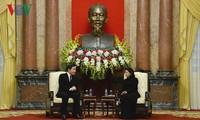 Le Premier ministre sud-coréen Lee Nak-yeon reçu par Dang Thi Ngoc Thinh