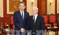 Le SG du PCV Nguyên Phu Trong reçoit des délégations chinoise et cubaine