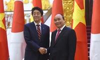 Le Premier ministre Nguyên Xuân Phuc répond à la presse japonaise