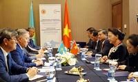 Nguyên Thi Kim Ngân rencontre le président de la chambre basse du Parlement kazakh