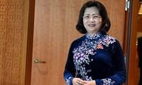 Dang Thi Ngoc Thinh reçoit des personnes méritantes de la province d'An Giang