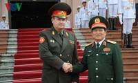 Le Ministre biélorusse de la défense en tournée au Vietnam