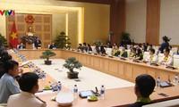Truong Hoà Binh décerne des prix à 36 jeunes fonctionnaires de 2018