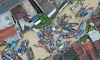 Tsunami en Indonésie: la pluie ralentit les secours