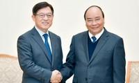 Le Premier ministre invite Samsung à élargir sa production au Vietnam