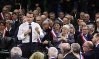 Grand débat national: Emmanuel Macron réussit son oral face aux maires de Normandie
