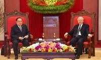 Le vice-Premier ministre et ministre thaïlandais de la Défense en visite au Vietnam