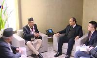 Nguyên Xuân Phuc rencontre son homologue népalais