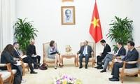 Le Premier ministre reçoit les ambassadeurs chilien et canadien