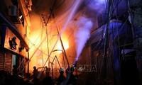 Au Bangladesh, un incendie fait près de 70 morts à Dacca