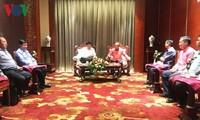Le président de VOV reçu par le ministre laotien de l'Information et de la Communication
