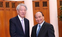 Nguyên Xuân Phuc reçoit Teo Chee Hean