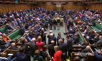 Les députés britanniques approuvent largement le report du Brexit