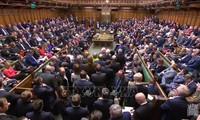 Pour éviter un « no deal », les députés votent pour un report du Brexit
