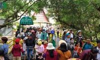 Dà Lat: Le temple Âu Lac attire un grand nombre de visiteurs