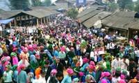 Coup d'envoi de la fête «Le centenaire du marché de l'amour de Khâu Vai»